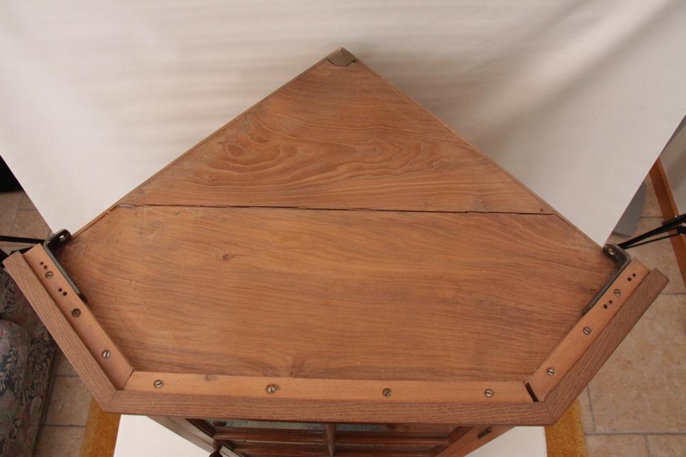 Colin Almack Beaverman Oak Corner Hung Glazed Cupboard : IMG4016 from davidsiddallantiques.com size 1000 x 667 jpeg 136kB