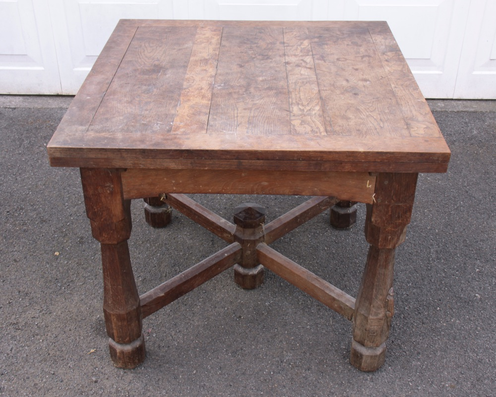 Robert thompson mouseman unique 1920s oak draw leaf for Unusual oak dining tables