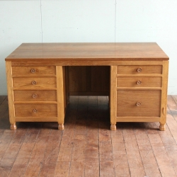 Derek 'Lizardman' Slater 5' Oak Kneehole Desk