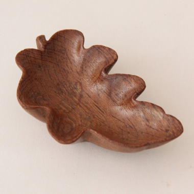 Yorkshire School Carved Oak Oakleaf Pin Dish