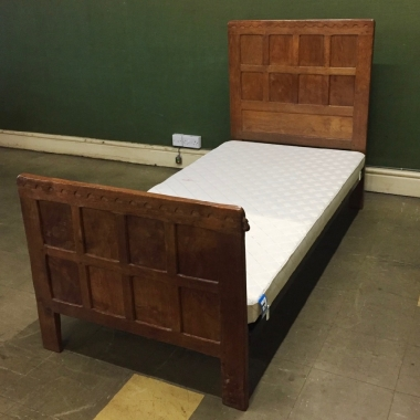 Robert 'Mouseman' Thompson 3' Oak Single Bed